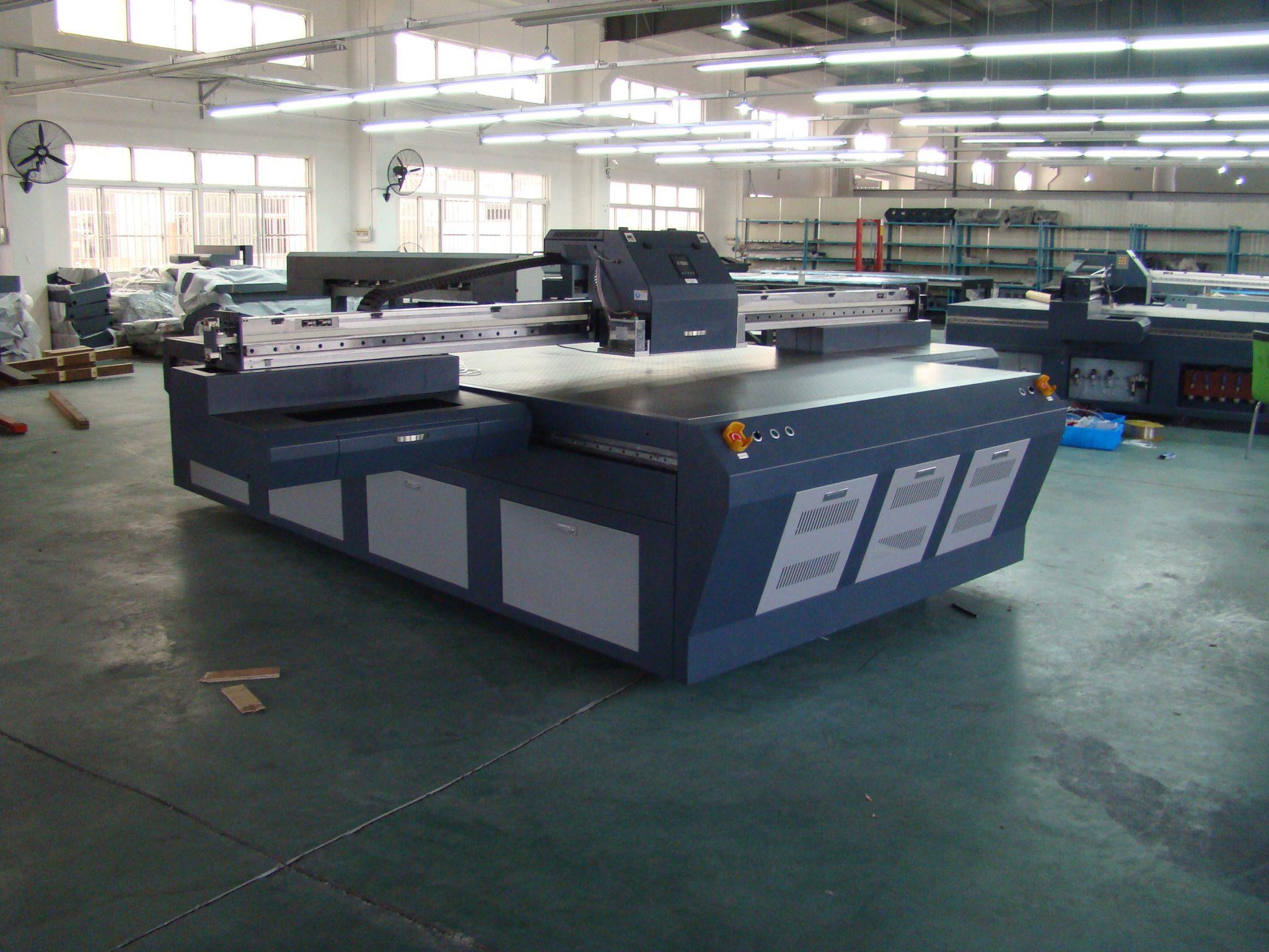 Широкоформатный принтер для печати на плоских поверхностях BPjet-2030UV